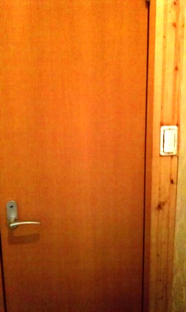 2FL-toilet-door